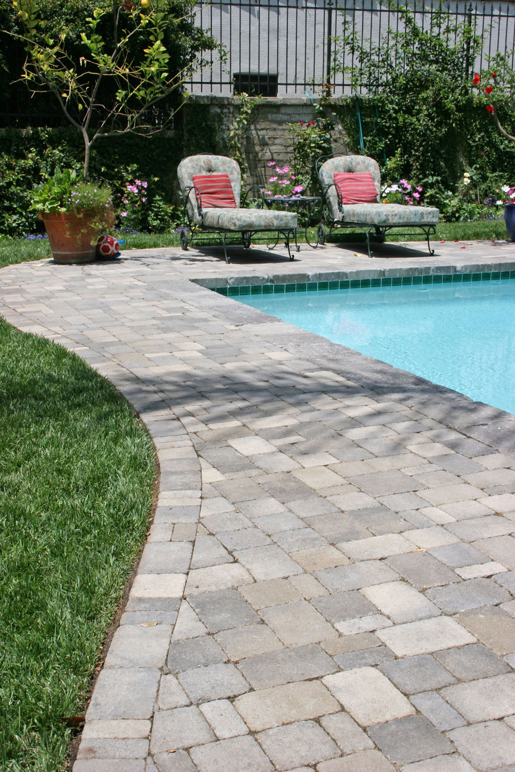 Stone decking around pools modern diy art design collection Flagstone pavers around pool