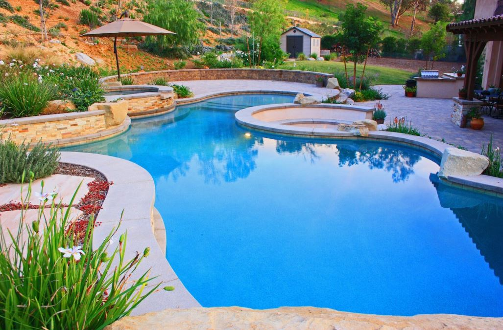Planning landscaping around your inground swimming pool for Swimming pool landscape design